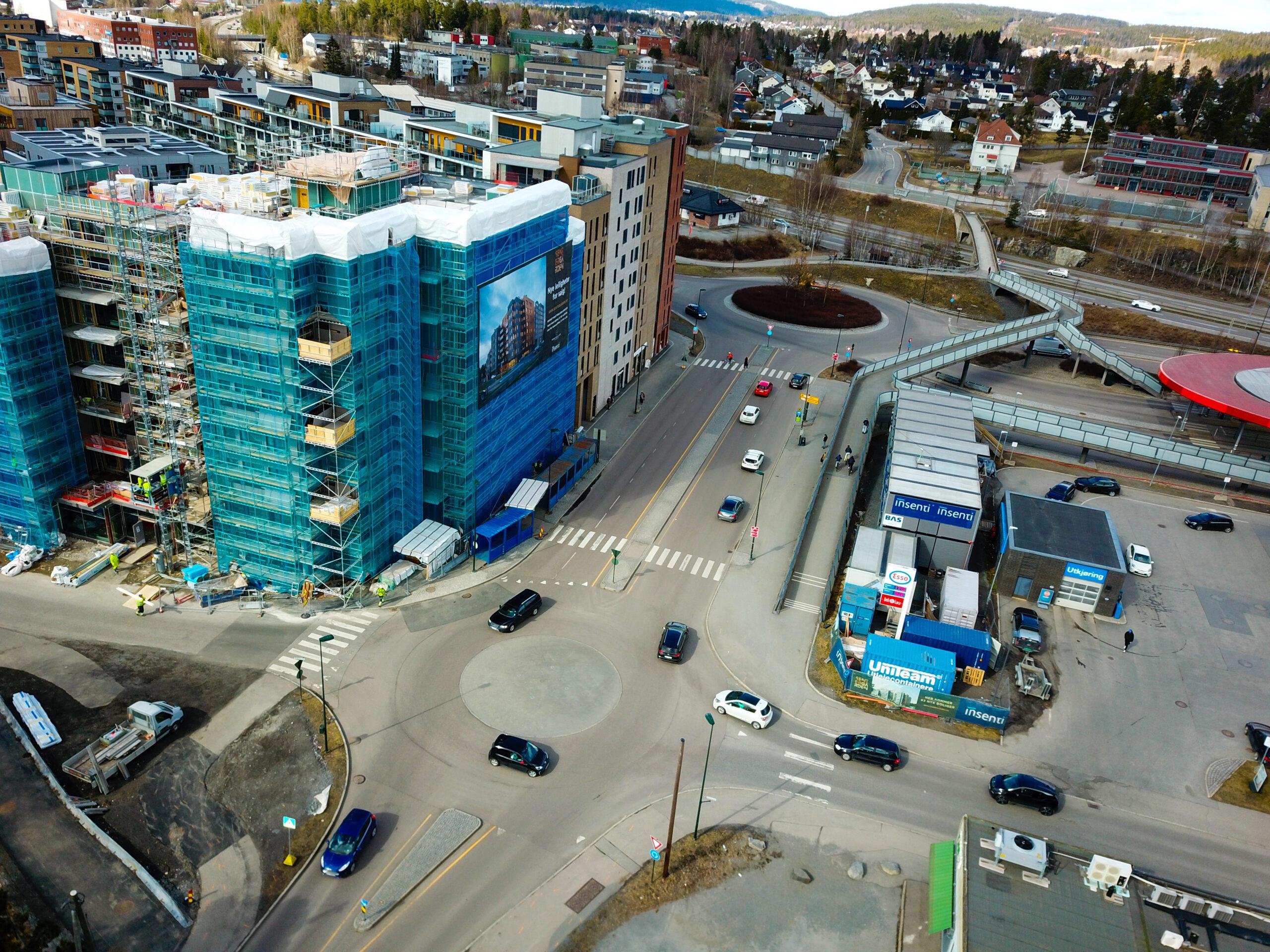 Strekningen fra og med rundkjøringen ved Biblioteksgata og fram til Solheimveien i Skårersletta skal også bygges om. Arbeidene her begynner mandag 26. april. Foto: Kristian Hvesser, Lørenskog kommune.